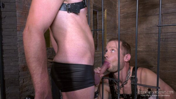 lederkerle leather stud knees in a cage and sucks big cock