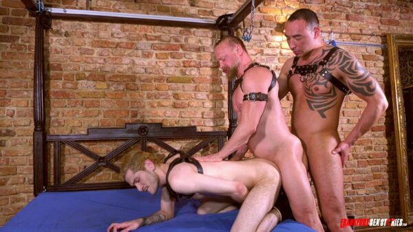 muscled stud in harness fucks and gets fucked in threesome