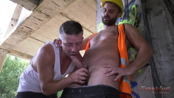 construction worker with big dick gets sucked outdoors by whimp